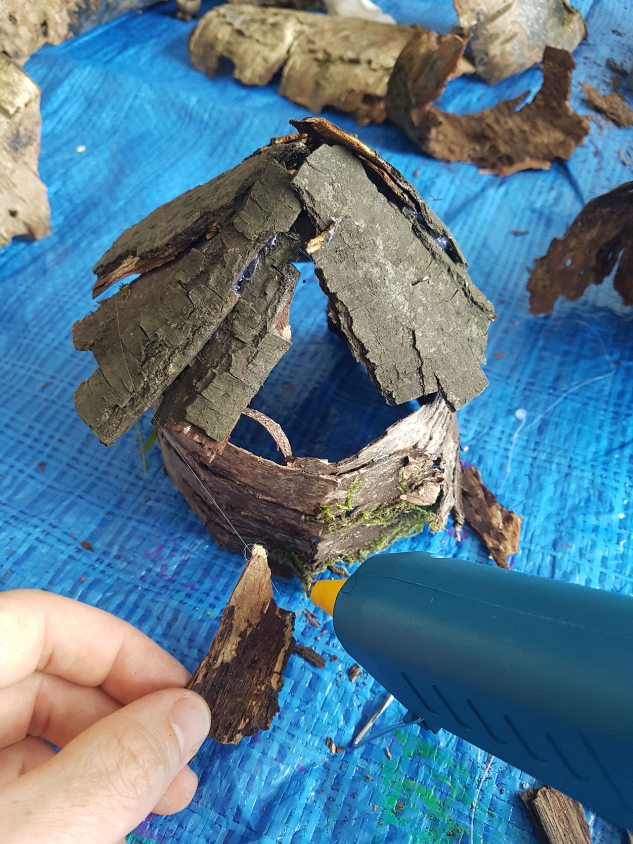 Glueing the roof - how to make a fairy house - dynamic dad