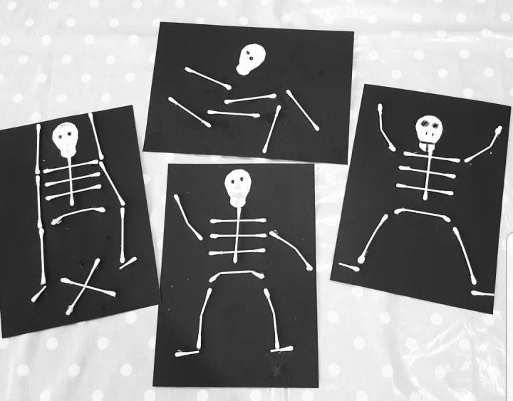 Cotton bud skeletons - top halloween craft activities - Dynamic Dad